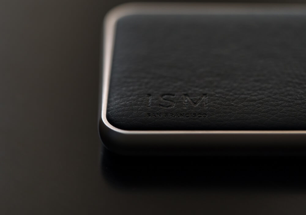 ISM POWER BANK REVIEW ONE TECH TRAVELLER PVEGAN LEATHER DETAIL