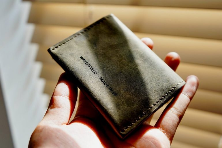 WATERFIELD VIA WALLET REVIEW ONE TECH TRAVELLER LIFESTYLE
