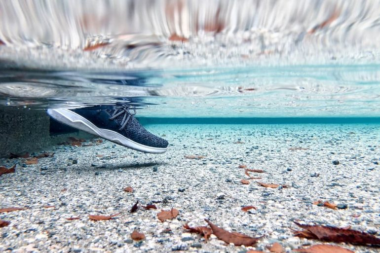 VESSI FOOTWEAR ONE TECH TRAVELLER CHARCOAL WATER