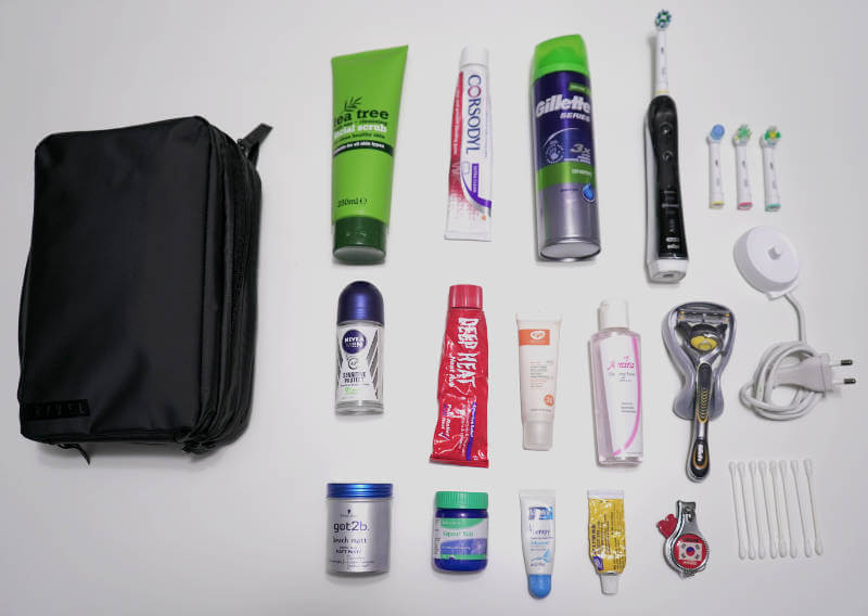 GRAVEL TOILETRY BAG REVIEW ONE TECH TRAVELLER FLAT LAY f90b8f62c6d88