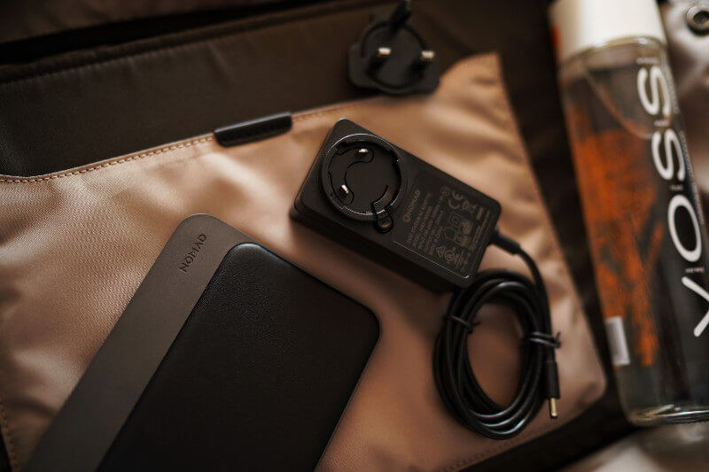 NOMAD BASE STATION REVIEW ONE TECH TRAVELLER PACKING