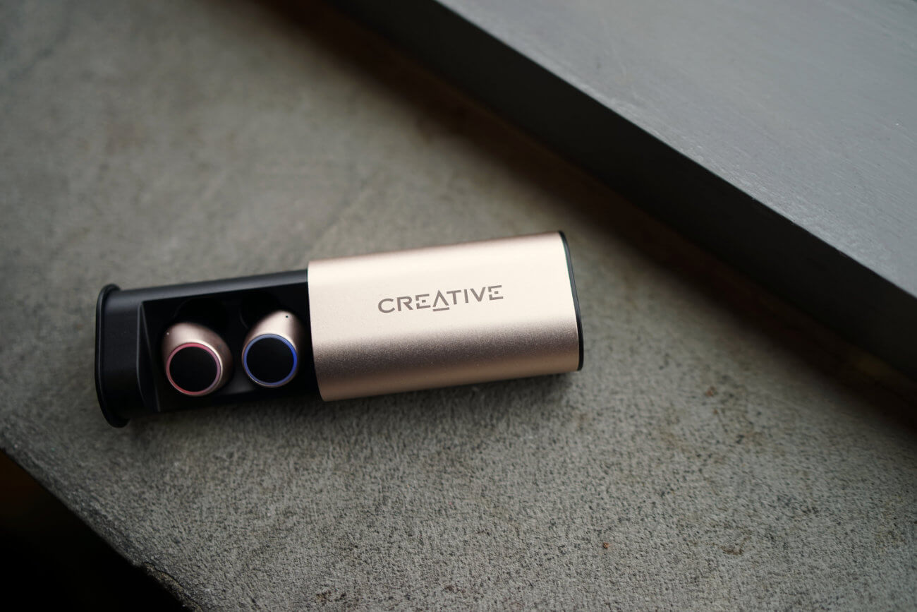 CREATIVE OUTLIER GOLD REVIEW ONE TECH TRAVELLER HERO