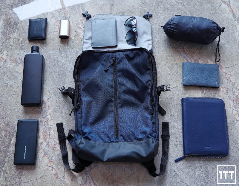 VICTORINOX ALTMONT ORIGINAL FLAPOVER BACKPACK REVIEW ONE TECH TRAVELLER FLATLAY
