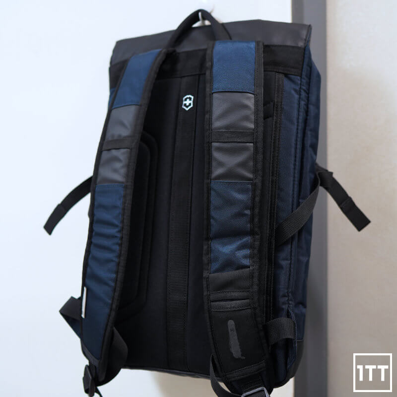 VICTORINOX ALTMONT ORIGINAL FLAPOVER BACKPACK REVIEW ONE TECH TRAVELLER REAR