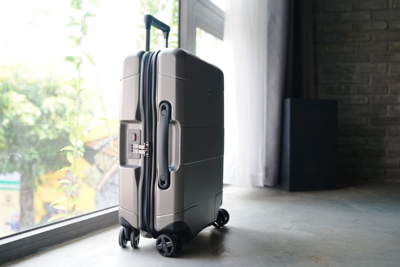 VICTORINOX LEXICON CARRY ON LUGGAGE REVIEW ONE TECH TRAVELLER HERO