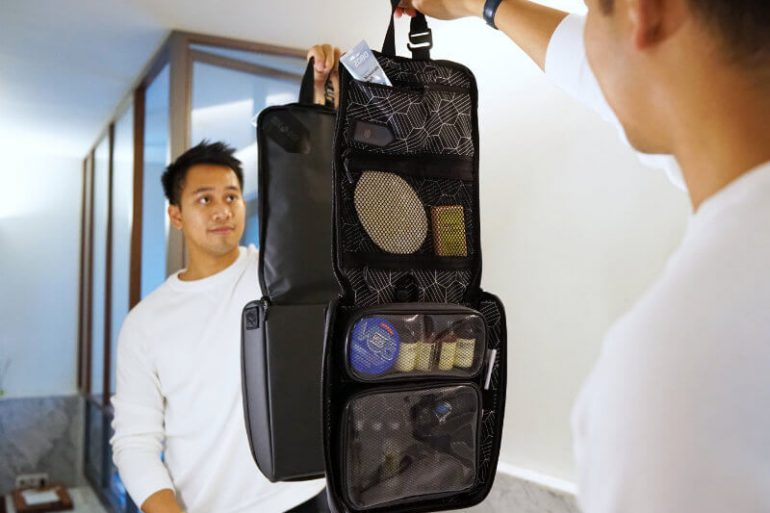 SIDE BY SIDE TRAVEL PACKER ONE TECH TRAVELLER DISPLAY