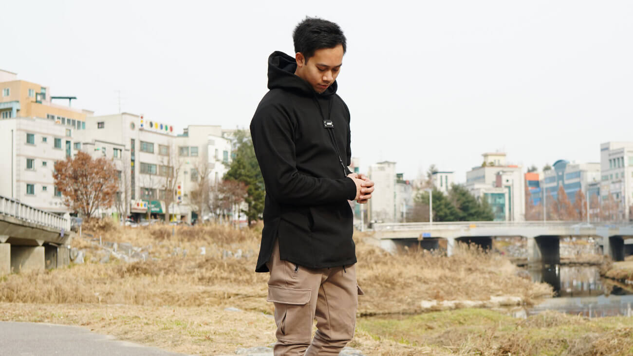 ASRV DRAWSTRING ARM POCKET HOODIE REVIEW ONE TECH TRAVELLER HERO