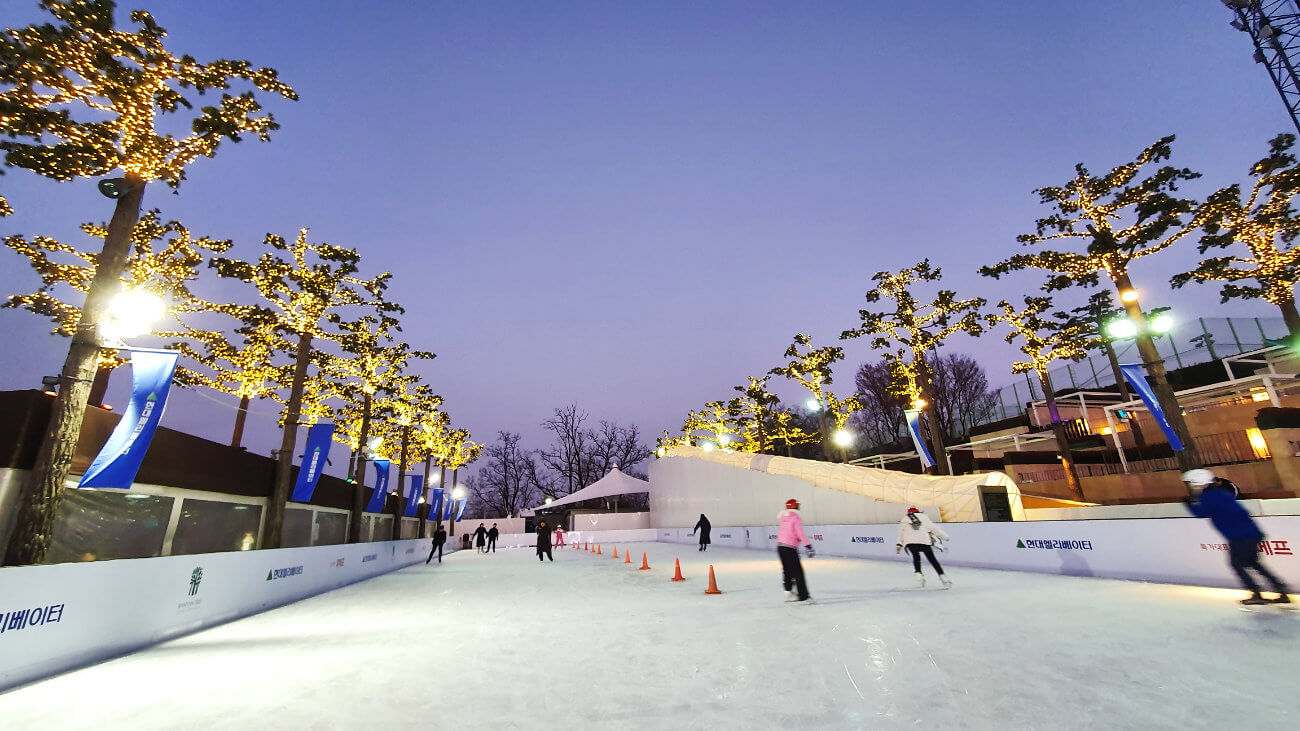 ICE RINK BANYAN TREE SEOUL ONE TECH TRAVELLER HERO