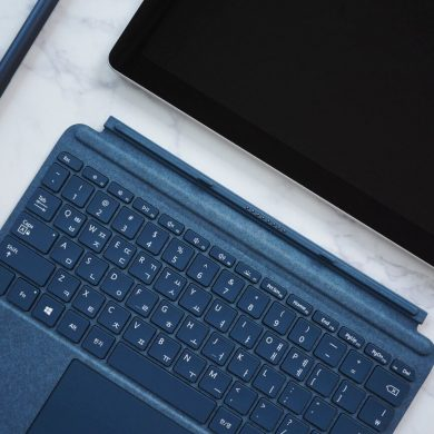 SURFACE GO ACCESSORIES ONE TECH TRAVELLER HERO